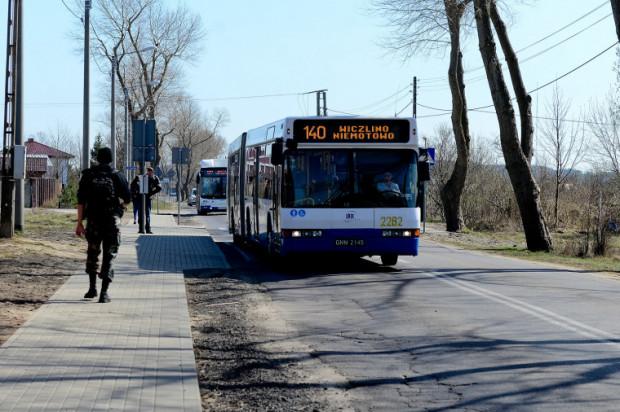 Jadąc linią 147 prowadzącą ul. Wiczlińską można zobaczyć jak zmieniają się zachodnie dzielnice Gdyni.