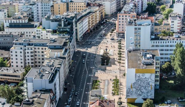 Ul. Świętojańska i pl. Kaszubski to miejsca, które można zobaczyć jadąc liniami 23 i 24.