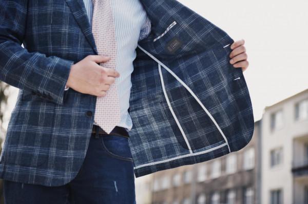 Stylizacje smart casual łączą w sobie wygodę z elegancją.