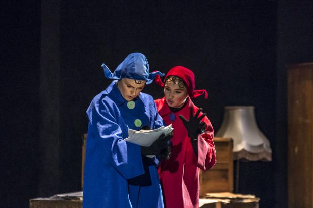 Bohaterami opowieści były dwie przyjaciółki - Pomposa (Magdalena Nanowska) i Pomposo (Paulina Wilczyńska), lubiące teatralne przygody i chętnie zapuszczające się w nowe muzyczne krainy.