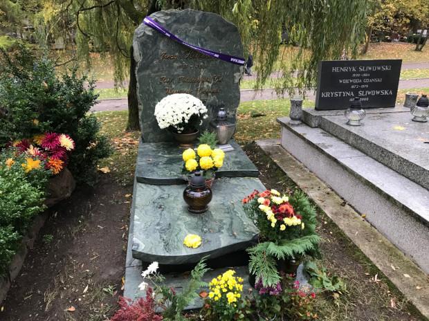 Jednym z miejsc, które jest wpisane na listę niezpomniani.org, jest grób Jerzego Kołodziejskiego, prof. Politechniki Gdańskiej.