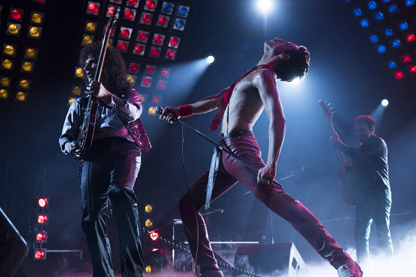 """""""Bohemian Rhapsody"""" jest zarazem dość sztampową filmową biografią, która muzycznej ikonie nie chce wyrządzić żadnej krzywdy, a jednocześnie wielkim muzycznym widowiskiem z rewelacyjnymi utworami Queen i głosem Freddiego Mercury'ego."""