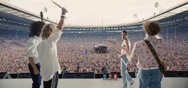 Bryan Singer stworzył nieskazitelny portret Freddiego Mercury'ego, którym on sam raczej nie byłby zainteresowany. Filmowi brakuje głębi, kontrowersji, lepszego scenariusza. Można za to znaleźć niesamowitą muzykę, świetnych aktorów, przebojowe tempo i naładowany potężnymi emocjami epilog ze słynnym koncertem na Wembley.