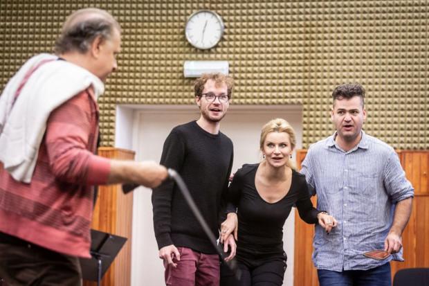 """""""Cyrulik sewilski"""" Opery Bałtyckiej będzie miał premierę 16 listopada. Później grany będzie 17 i 18 oraz 24 i 25 listopada, a także od 1 do 3 lutego. Zdjęcie z próby do """"Cyrulika sewilskiego""""."""