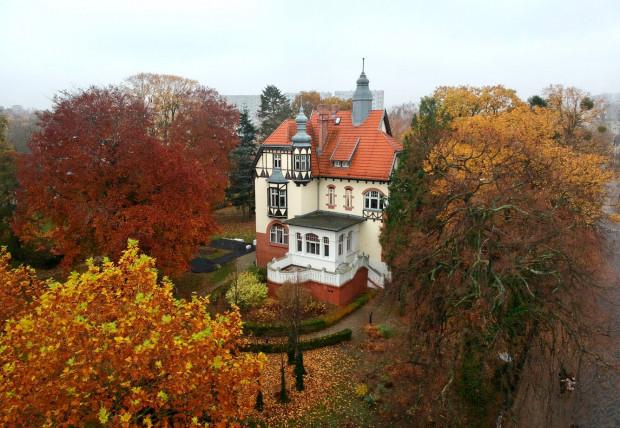 W Willi Claashena przez 3 lata mieszkał Eugeniusz Kwiatkowski z rodziną.