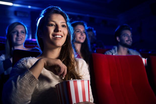 W trójmiejskich multipleksach najbardziej atrakcyjnymi cenowo dniami są wtorki i środy. Wtedy za normalny bilet do kina zapłacimy średnio 15 zł. To co najmniej o kilka złotych mniej niż w weekendy.