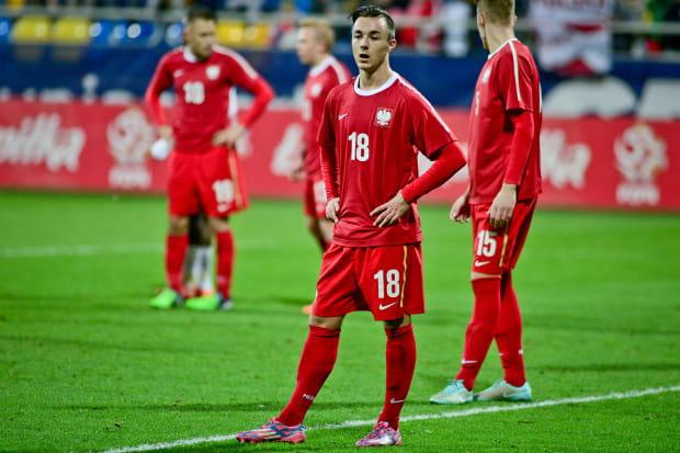 Michael Olczyk (nr 18) na gdyńskim stadionie podczas meczu reprezentacji do lat 18 Polska - Anglia, w którym strzelił gola.