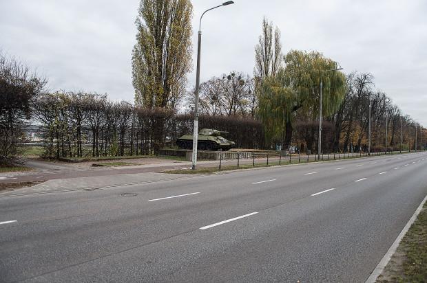 Od strony alei Zwycięstwa budynki będą widoczne za Pomnikiem Czołgistów.