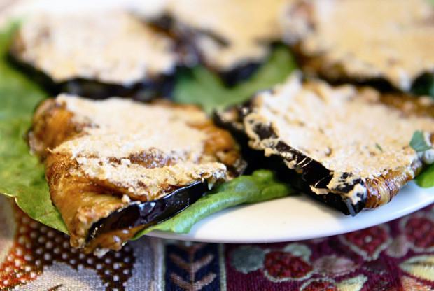 Roladki z bakłażana z farszem orzechowym