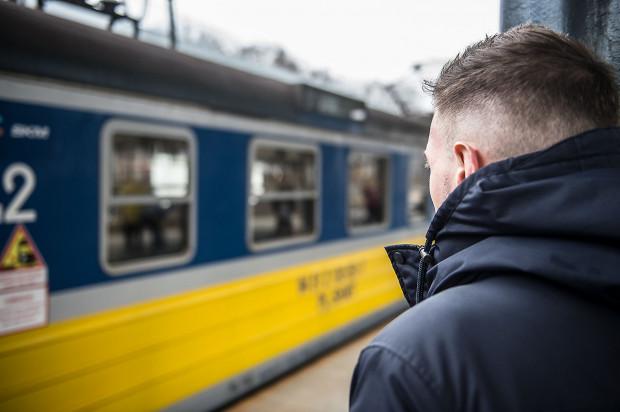 Pan Bartosz był jedynym pasażerem, który próbował interweniować podczas tragicznego zajścia, do jakiego doszło w poniedziałek. W trosce o swoją prywatność nie chce ujawniać swojego wizerunku i personaliów.