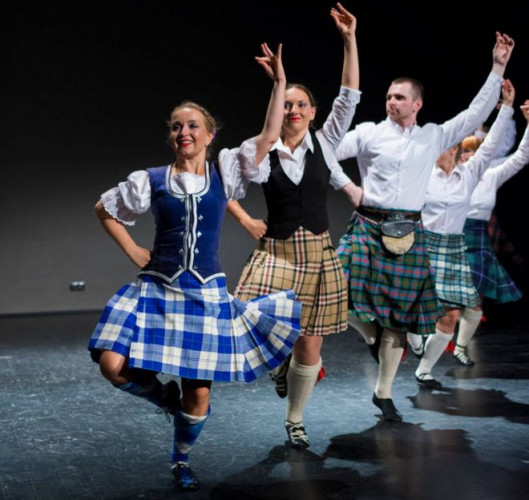 Tańce celtyckie to bardzo dynamiczna, wymagająca kondycji forma aktywności. Tradycyjne szkockie i irlandzkie stroje pojawiają się dopiero na występach. Grupa Animus Saltandi prezentuje się w całej Europie. Na czele Katarzyna Kaszuba-Miotke.