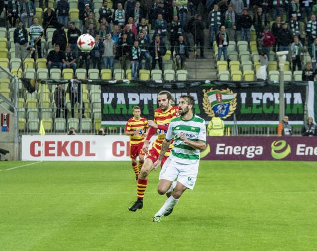 Ostatni mecz Lechia - Jagiellonia w Gdańsku dostarczył wielkich emocji. Zakończył się remisem 3:3. Błażej Augustyn (na zdjęciu) dał gospodarzom prowadzenie, by następnie posłać piłkę do własnej bramki.