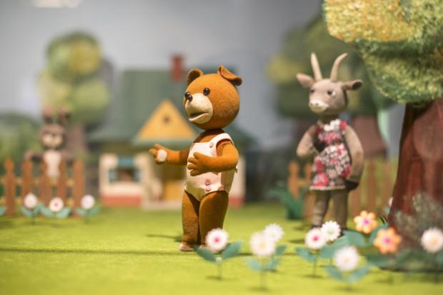 Miś Uszatek był bohaterem popularnym głównie wśród dzieci w wieku przedszkolnym. Postać znana była wcześniej z książek dla dzieci, powstała 6 marca 1957 roku jako dzieło pisarza Czesława Janczarskiego oraz ilustratora Zbigniewa Rychlickiego.