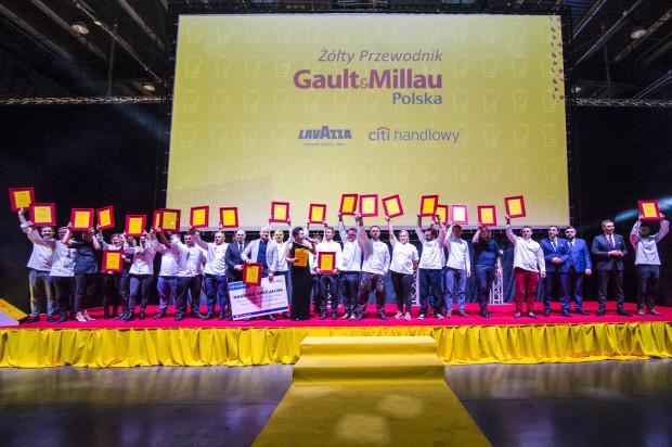 W poniedziałkowy wieczór przyznano nagrody najlepszym szefom kuchni w Polsce w pięciu kategoriach.  Na zdjęciu: Laureaci Wielkiej Gali Premierowej V edycji Żółtego Przewodnika Gault&Millau 2019.