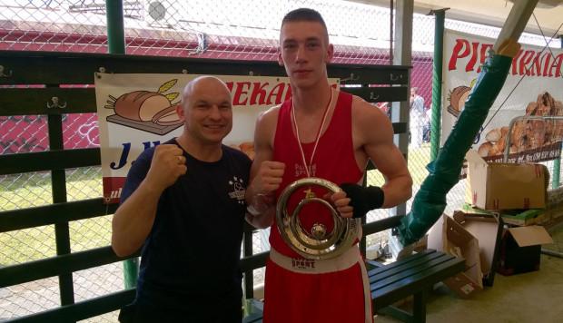 Hubert Benkowski (z prawej) z trenerem Dariuszem Gumowskim z czasów walk amatorskich.