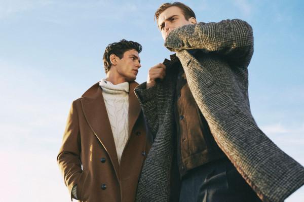 W tym sezonie znajdziemy wiele modeli płaszczy, które sprawdzą się zarówno w eleganckich stylizacjach, jak i sportowych.