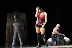 Prostytutka, marynarz, czy grecki heros we wschodnim stroju koegzystują tu na równych prawach.