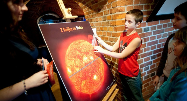 """Warsztaty astronomiczne """"Z linijką na Słońce"""" to zabawa połączona z nauką"""