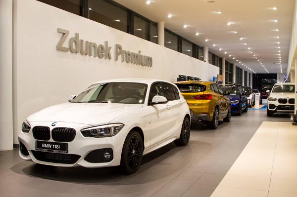 W promocyjnej ofercie BMW Serii 1 klient otrzyma: 0 proc. opłaty wstępnej, pakiet serwisowy, wielofunkcyjną skórzaną kierownicę czy 16-calowe alufelgi.