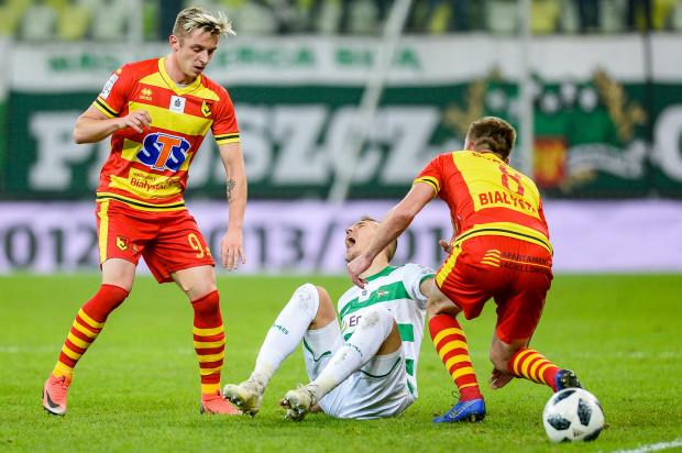 Lukas Haraslin (w środku) ucierpiał podczas meczu z Jagiellonią. Skrzydłowego może zabraknąć podczas najbliższego spotkania Lechii ze Śląskiem.