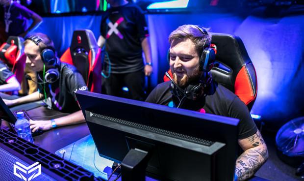 Daniel Płomiński uważa, że kto ma talent do gier komputerowych, powinien rozwijać się w tym kierunku, ale jednocześnie nie zaniedbywać innych obowiązków w tym na przykład związany ze skończeniem szkoły czy zdobyciem zawodu.