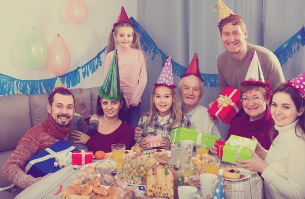 Życie w rodzinie patchworkowej to nie lada wyzwanie, jednak wielu je podejmuje i tworzy udane relacje i szczęśliwe rodziny.