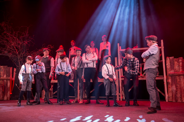 """Musical """"Chłopcy z Placu Broni"""" to dla starszych pełen sentymentu powrót do czasów dzieciństwa, dla młodszych w pełni współczesny spektakl o ich problemach z akceptacją i pozycją w grupie."""