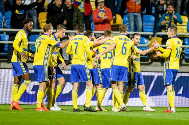 Radość piłkarzy Arki Gdynia po wykorzystaniu stałego fragmentu gry to rzadki obrazek w bieżących rozgrywkach ekstraklasy. Procentowy udział tego elementu w całkowitych zdobyczach żółto-niebieskich spadł w porównaniu z poprzednim sezonem o prawie połowę.