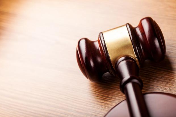 Sąd Okręgowy w Gdańsku zasądził na rzecz pokrzywdzonej kobiety kwotę 137 tys. zł. oraz 20 tys. zł zadośćuczynienia za nękanie.