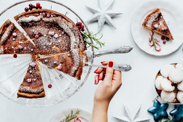 Wybierając kolację wigilijną lub obiad bożonarodzeniowy w restauracji nie musimy się martwić o przygotowanie dań.
