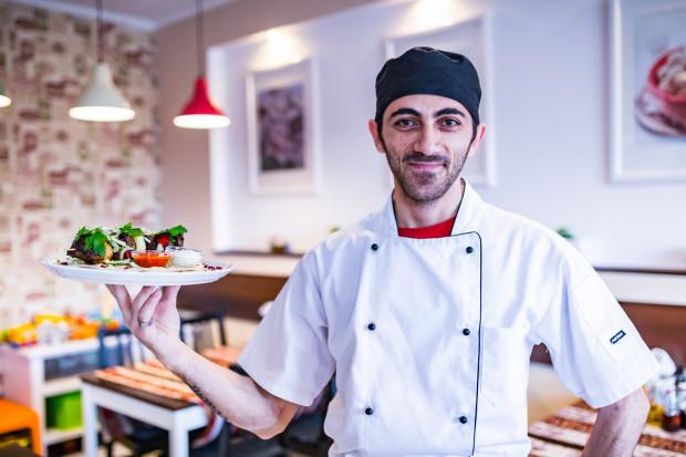 Bar Zurna specjalizuje się w kuchni kaukaskiej.