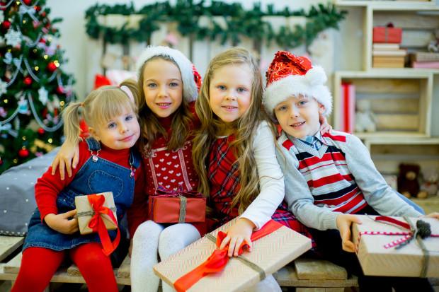 Święta dla dzieci do czas szczególny, magiczny i wyjątkowy, sprawmy więc, by takie właśnie dla nich były.