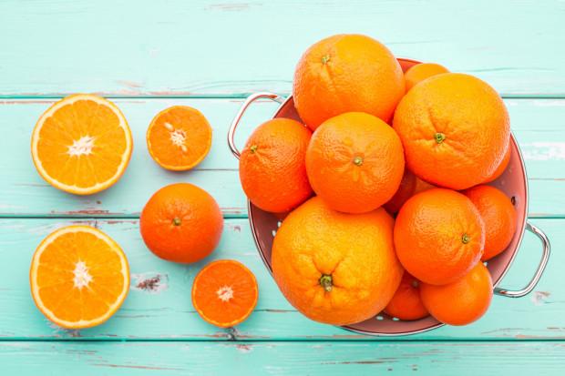 Cytrusy mają dużo witaminy C, która wzmacnia naszą odporność.