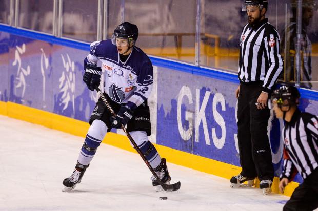 Igor Smal jako dziecko trenował piłkę nożną w Bałtyku Gdynia. Postawił jednak na hokej i jak na razie z dobrym skutkiem. 18-latek zbiera coraz lepsze recenzje.