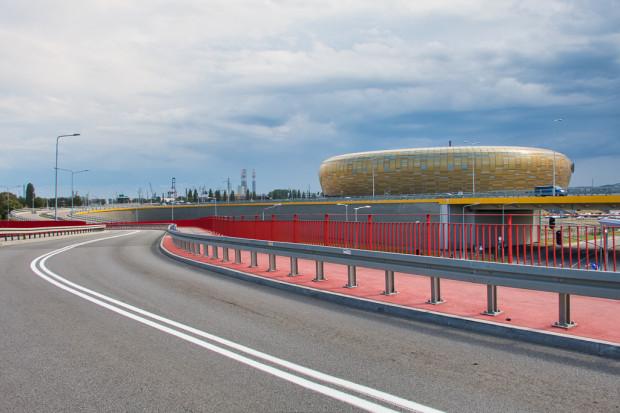 Widok współczesny na stadion oraz przebudowaną ul. Uczniowską i Drogę Zieloną.