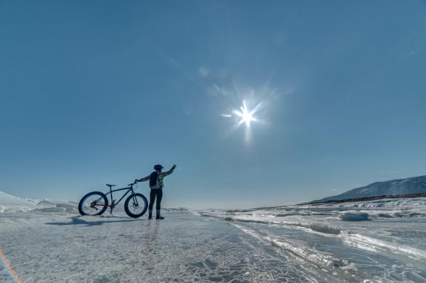 Zima może być równie miłym czasem na jazdę na rowerze, co pozostałe pory roku.