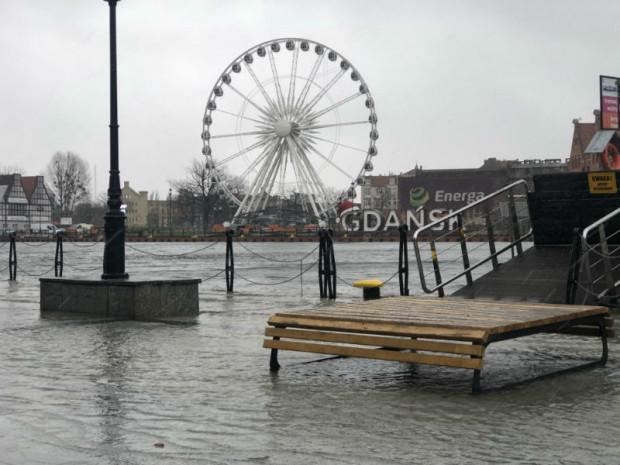 Coraz wyższy poziom wody w Motławie