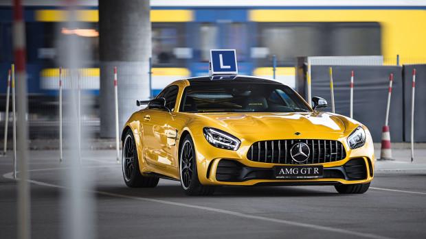 "585-konny Mercedes-AMG GT R jako ""L-ka"""