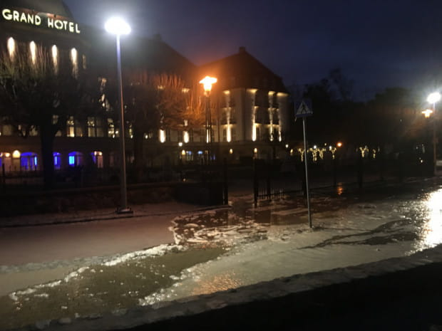 Woda blisko sopockiego Grand Hotelu.