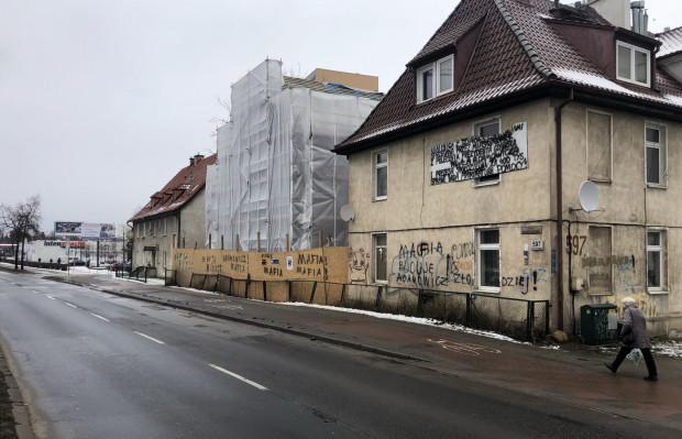 Za 400 tys. zł spółdzielnia mieszkaniowa sprzedała działkę przy al. Grunwaldzkiej, na której stoi budynek z lokatorami oraz jest na tyle dużo miejsca, że można zbudować jeszcze jeden budynek mieszkalny.