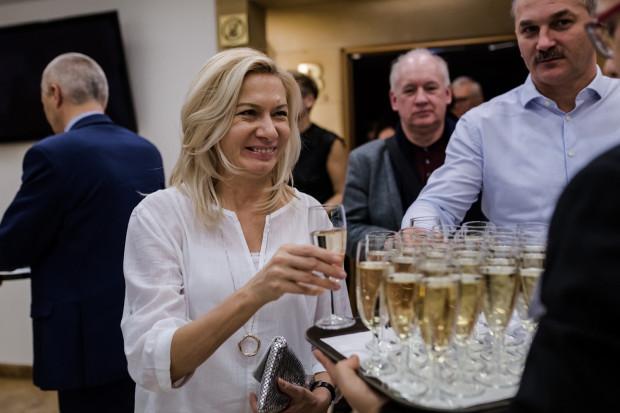 Bale Gdańskie mają stałą formułę - impreza zaczyna się od koncertu, po którym słuchacze są częstowani lampką symbolicznego szampana i zapraszani na zabawę taneczną do foyer.