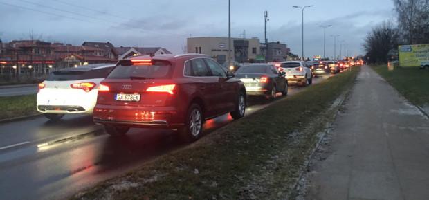 Rano stali w korku zarówno kierowcy na ul. płk. Dąbka, jak i Unruga.
