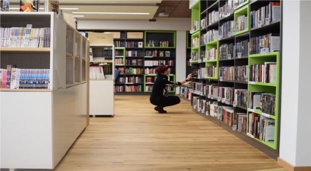 Zostań na jeden dzień bibliotekarzem - to pomysł gdyńskiej biblioteki na wsparcie WOŚP.