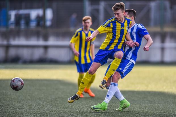 Norbert Hołtyn został przeniesiony ze środka pomocy na pozycję wysuniętego napastnika. Jesienią strzelił dla rezerw Arki 18 goli w IV lidze.