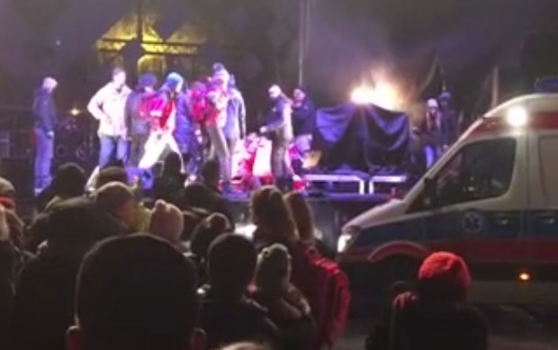 Tragedia na scenie rozegrała się na oczach kilku tysięcy osób. Wiele z nich może potrzebować pomocy psychologicznej.