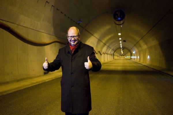 Paweł Adamowicz przyczynił się do budowy pierwszego i na razie jedynego w Polsce tunelu drogowego pod rzeką. Druga konstrukcja tego typu, w Świnoujściu, wciąż pozostaje w sferze planów.