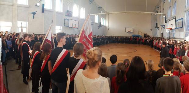 Społeczność Gdańskich Szkół Autonomicznych podczas uroczystego apelu oddała hołd panu Prezydentowi Pawłowi Adamowiczowi.