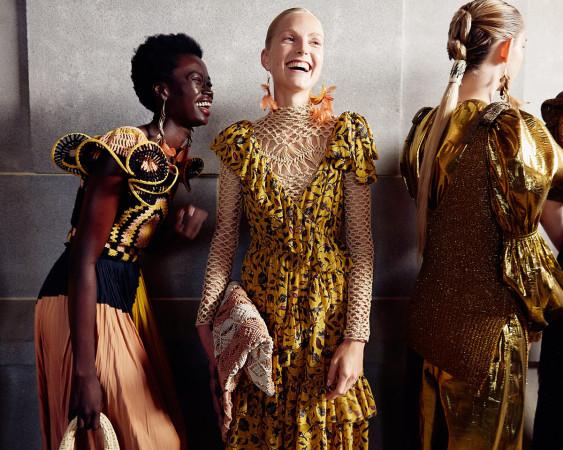 Propozycje w modzie na wiosnę i lato są kolorowe i pełne różnorodności.
