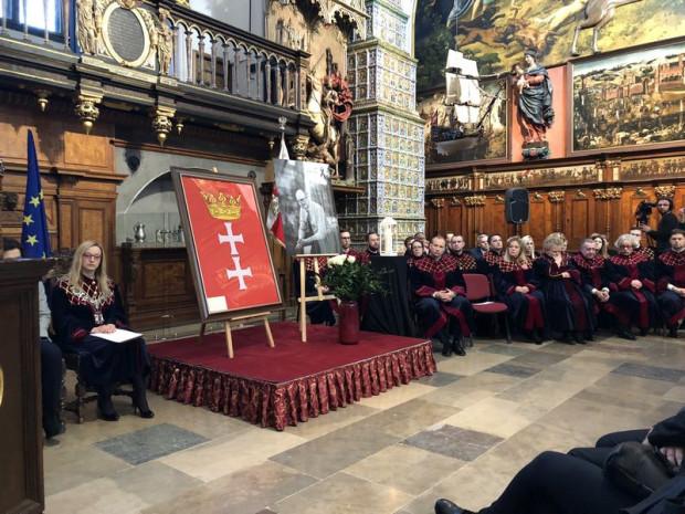 Uroczysta sesja Rady Miasta Gdańska w Dworze Artusa poświęcona pamięci tragicznie zmarłego prezydenta Pawła Adamowicza.