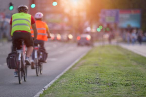 Wyjeżdżając na ulicę rowerem, stajemy się pełnoprawnym uczestnikiem ruchu drogowego.